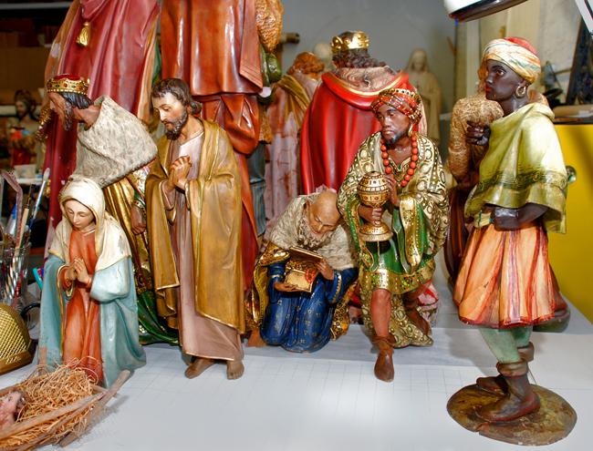 christmas-market-italy-presepe-nativity-scene-figures