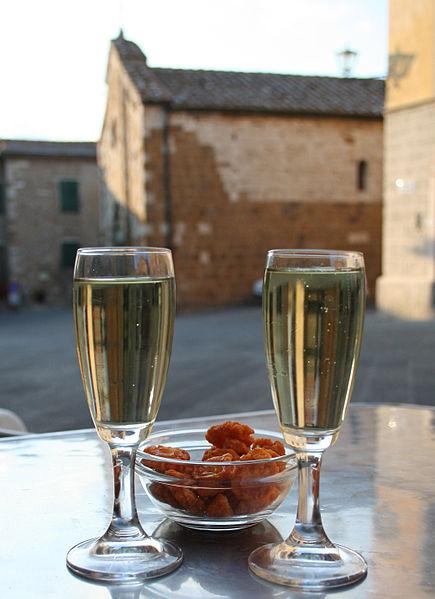 italy_italian_new_year_custom_tradition_prosecco_wine