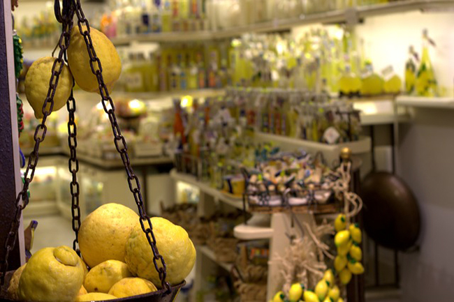 italy-travel-guide-amalfi-coast-amalfi-limoncello