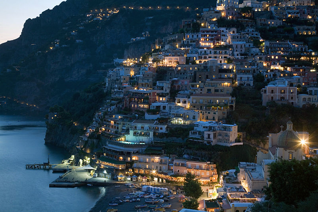 italy-travel-guide-amalfi-coast-positano-evening