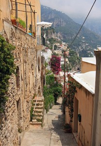 italy-travel-guide-amalfi-coast-positano-streets