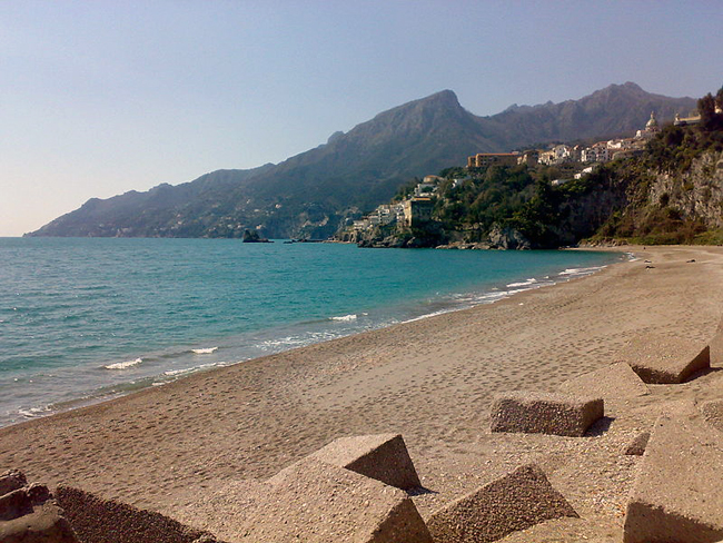 italy-travel-guide-amalfi-coast-vietri-sul-mare-baia_beach