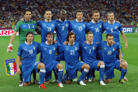 KYIV, UKRAINE - JUNE 24, 2012: Italy national football team pose