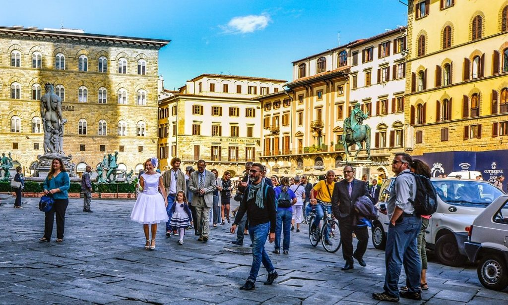 Tourists in Florence, Italy | Tour Italy Now