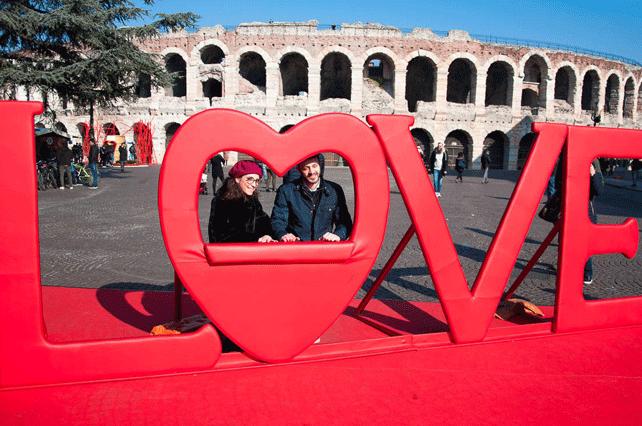 Couple-in-Verona | Tour Italy Now